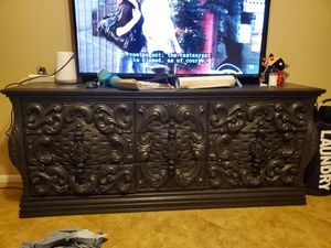 Handcarved bedroom set w/ 2 mirrors for Sale in Tempe, AZ