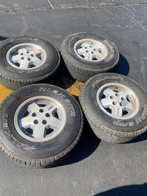 "(4) 15"" Jeep Wheels 30x9.50R15 Falken tires - $325 for Sale in Santa Ana, CA"