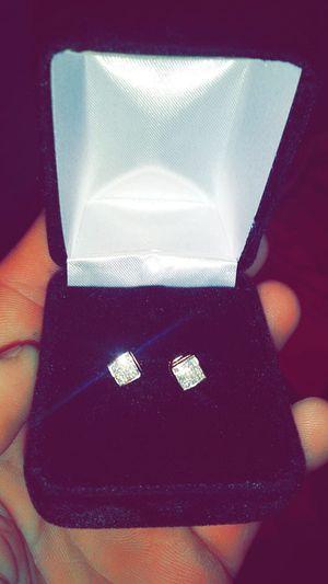 14k Gold diamond earrings VVS 1/4qrt for Sale in Eastpointe, MI