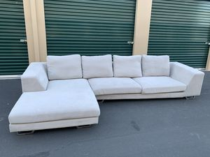 Like New! Modern Rc Willey Ash Grey Sectional Couch (DELIVERY AVAILABLE 🚚) for Sale in Las Vegas, NV