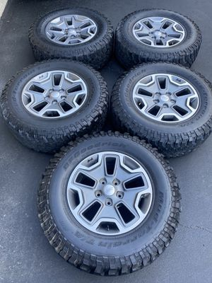 "(5) 17"" Jeep Rubicon Wheels + 255/75R17 Bfgoodrich Mud Terrain tires for Sale in Santa Ana, CA"