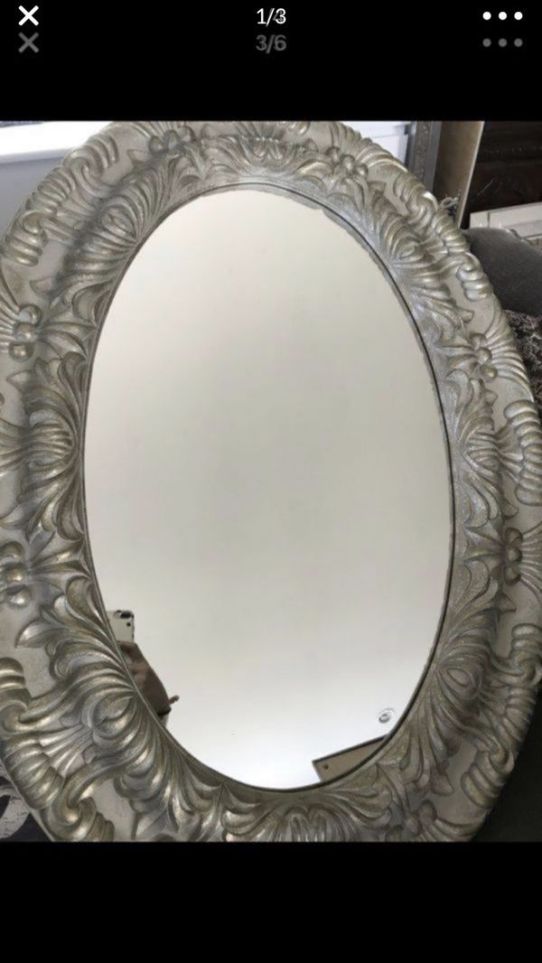 Oval mirror very good condition $50