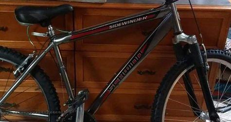 """Schwinn Sidewinder 26"""" Mountain Bike for Sale in Wichita,  KS"""