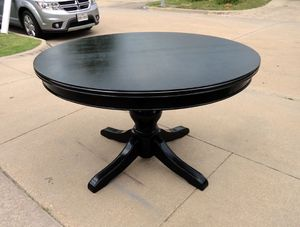 Beautiful Black Round Wood Table for Sale in Haltom City, TX