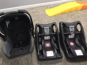 Britax B.O.B. Travel system with extra car seat base for Sale in Blue Springs, MO