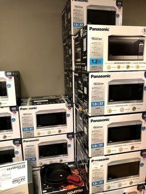 Microwave Oven Panasonic 1.3 Inverter NN- SC668S Like New for Sale in Montclair, CA