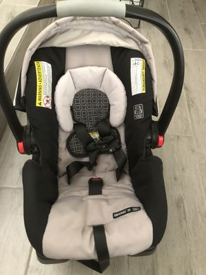 Graco Snugride Snuglock 35 Infant Car Seat for Sale in Las Vegas, NV