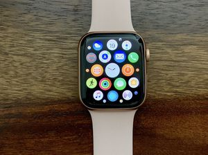 Finance Apple Watch Spring 4 44mm Cellular - Just $25 down today! for Sale in Providence, RI