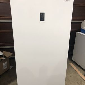 New Scratch And Dent Upright Freezer/fridge for Sale in Hillsboro, OR