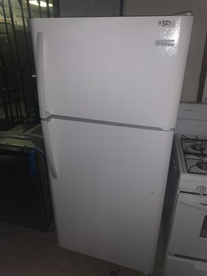 Frigidaire freezer top fridge stainless steel for Sale in Fountain Valley, CA