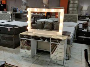 Vanity desk with mirror for Sale in Ontario, CA