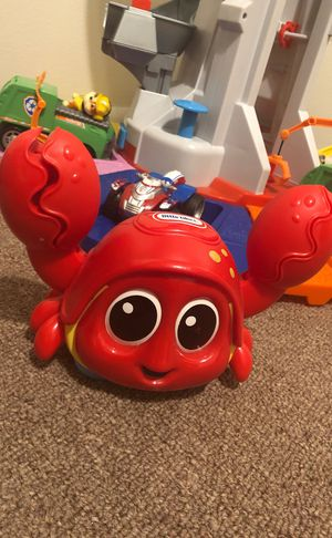 Baby toy Little tikes crab crabbie moves / sound 6+ for Sale in Kissimmee, FL