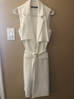 Badgley Mischka White Sleeveless Suit Dress for Sale in Dearborn Heights, MI