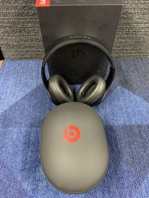 Black Beats Studio 3 Wireless with Box & Accessories. for Sale in New York, NY