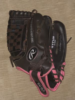 "Rawlins girls softball glove 12"" for Sale in Decatur, GA"