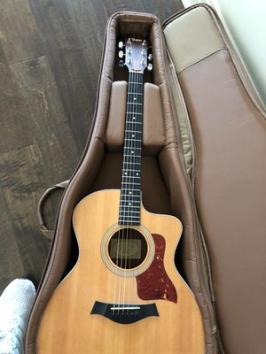 Mint condition Taylor 214ce acoustic guitar for Sale in Austin, TX
