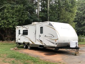 2010 bullet by keystone 28ft for Sale in Atlanta, GA
