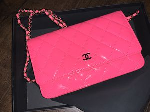 NWT CHANEL WOC PATENT HOT PINK CROSSBODY for Sale in Oswego, IL