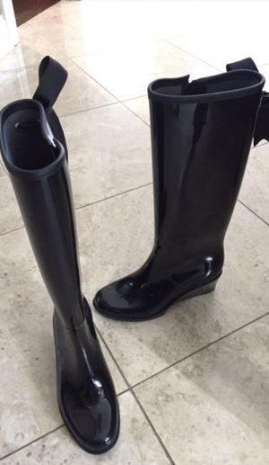 Rain or snow boots new 8 for Sale in Arlington Heights, IL