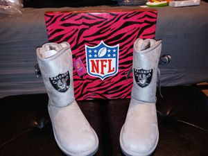 New womens size 8 raiders boots for Sale in Philadelphia, PA