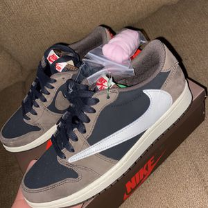 Travis Scott Low 1 Size 8 for Sale in Lincoln, CA
