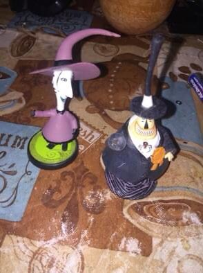 2 The nightmare before Christmas small figures mayor for Sale in Hesperia, CA