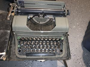 Antique Type Writer for Sale in Manalapan Township, NJ