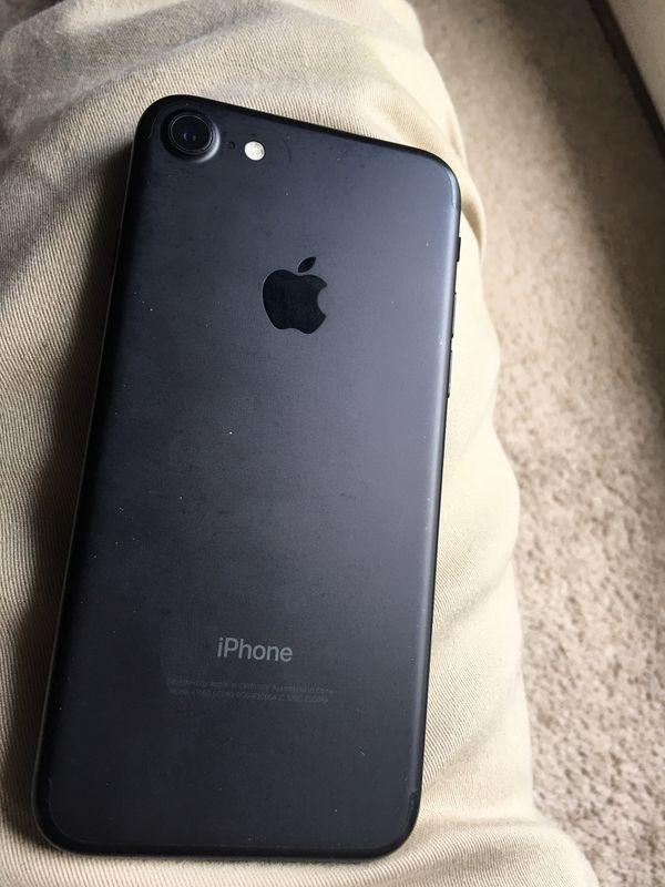 iPhone 7/ Unlocked/ 32 GB/ Good Condition
