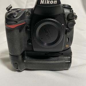 Nikon D700 With Battery Grip And Chargers for Sale in Haltom City, TX