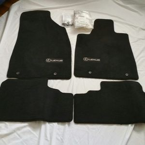 Lexus 2010-12 RX350/RX450 OEM Replacement Floor Mats for Sale in Bellevue, WA