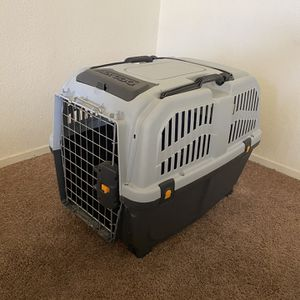Skudo Plastic Carrier- Dog Crate for Sale in Sacramento, CA