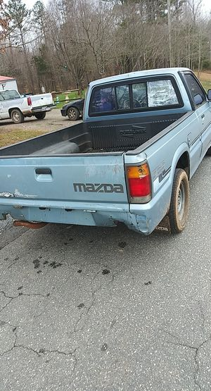 87 mazda b2200 pick up 1000 obo for Sale in Trinity, NC