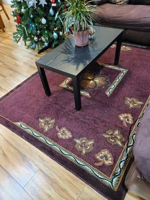 Coffee table and carpet. for Sale in Fresno, CA