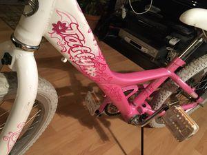 TAFFY GIANT Girls bike 20 inch tires for Sale in Wheeling, IL