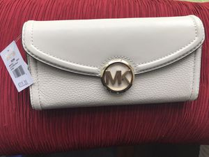 Michael Kors Large Leather Vanilla Wallet for Sale in Plainville, MA