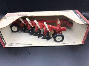 Ertl International 4-bottom trailing plow vintage but new for Sale in Oswego, IL