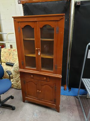 Antique Maple corner cabinet great condition all the hardware is there for Sale in MONTGOMRY VLG, MD