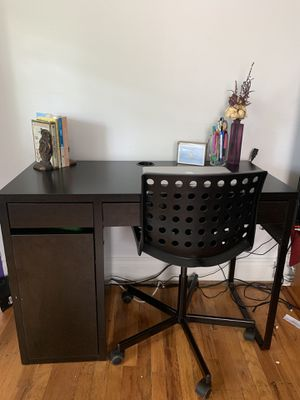 IKEA MICKE Desk Black and IKEA SPORREN swivel desk chair Black for Sale in Claymont, DE