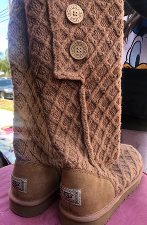 BROWN UGGS SIZE 11 for Sale in Long Beach, CA