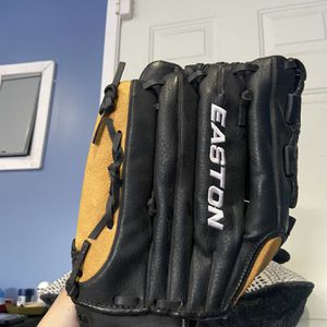 Easton Baseball Glove for Sale in Rancho Dominguez, CA