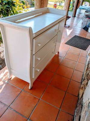 Changing table/ dresser for Sale in Irwindale, CA