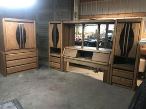 Very sturdy solid oak bedroom set for Sale in Prineville, OR