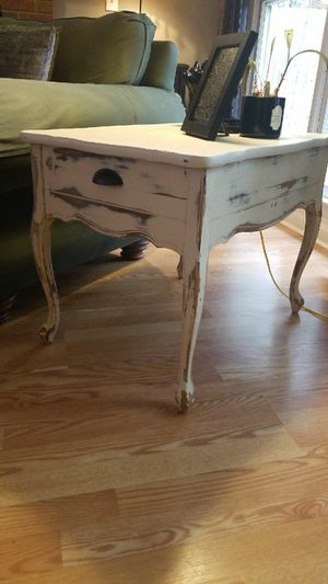 Side table for Sale in Cuba, MO