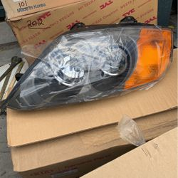 Headlight For Hyundai Tiburon 2003-2004 for Sale in Paramount,  CA