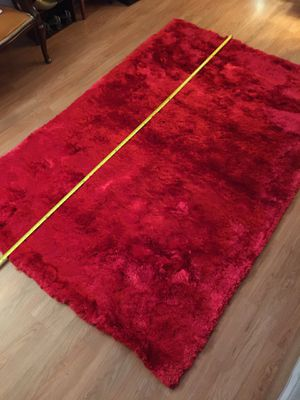 Red carpet/run made in India, polyester 5'x8' feet for Sale in North Miami Beach, FL