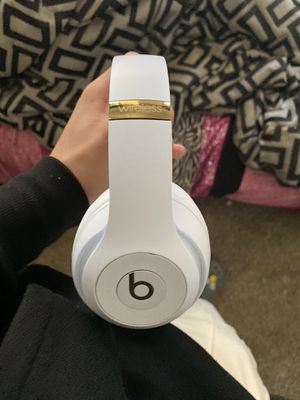 Brand new wireless solo beats 3 for Sale in Saint Paul, MN