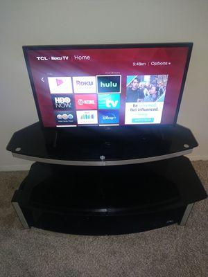 """Vizio 32"""" Smart Tv W/ Glass Tv Stand for Sale in Laurel, MD"""