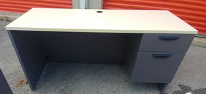5 foot by 2 foot office desk for Sale in Columbus, OH