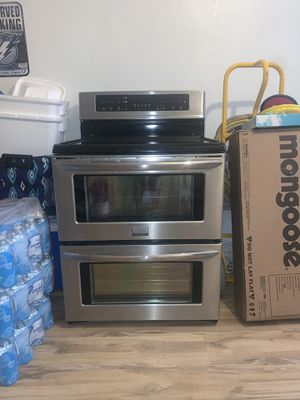 Frigidaire FGEF308TNF Gallery 30 Stainless Steel Electric Smoothtop Double Oven Range for Sale in Pinellas Park, FL