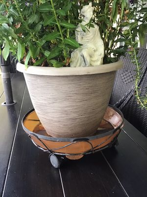 Plant stand for Sale in Pembroke Pines, FL
